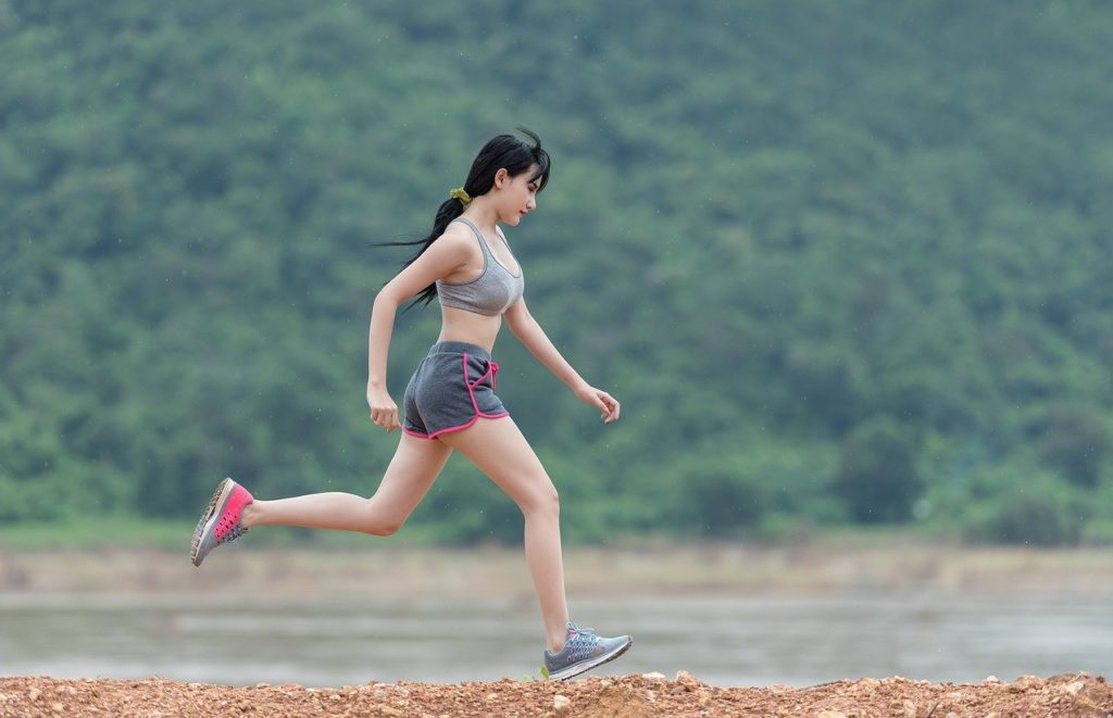 Donna In Esecuzione Correre Fitness Sport Outdoor Covid 19