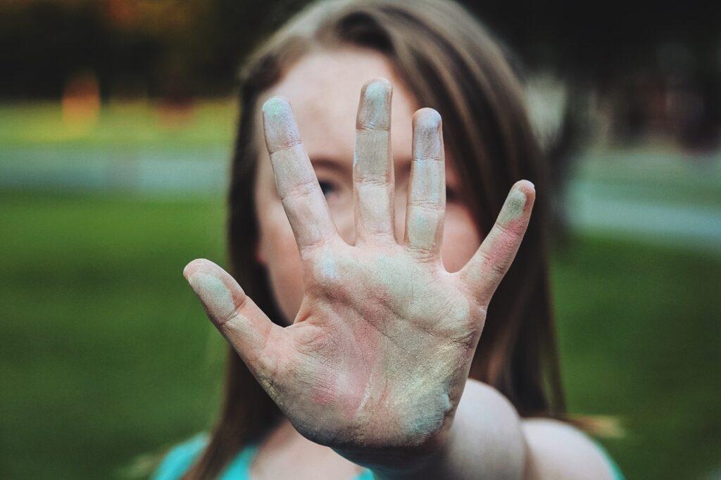 Signal For Help: come chiedere aiuto se sei vittima di violenza